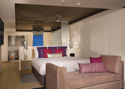 breathless-riviera-cancun_presidentialst_bedroom_1a