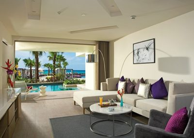 breathless-riviera-cancun_xc_mastersuite_living_swimout_2