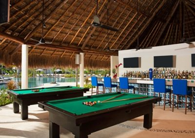 secrets-akumal-deal_bar_halftimebar_1a